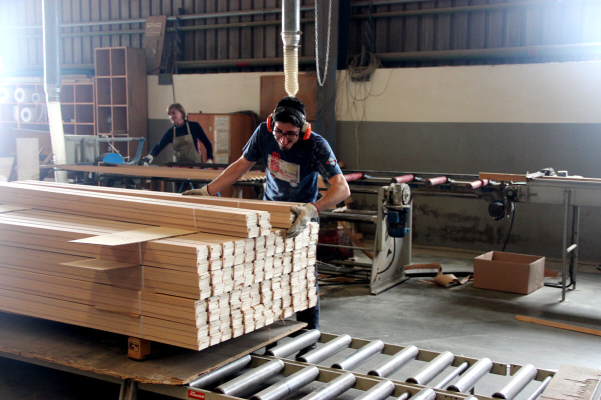 stock de perfilaria, rodapés revestidos aji madeiras